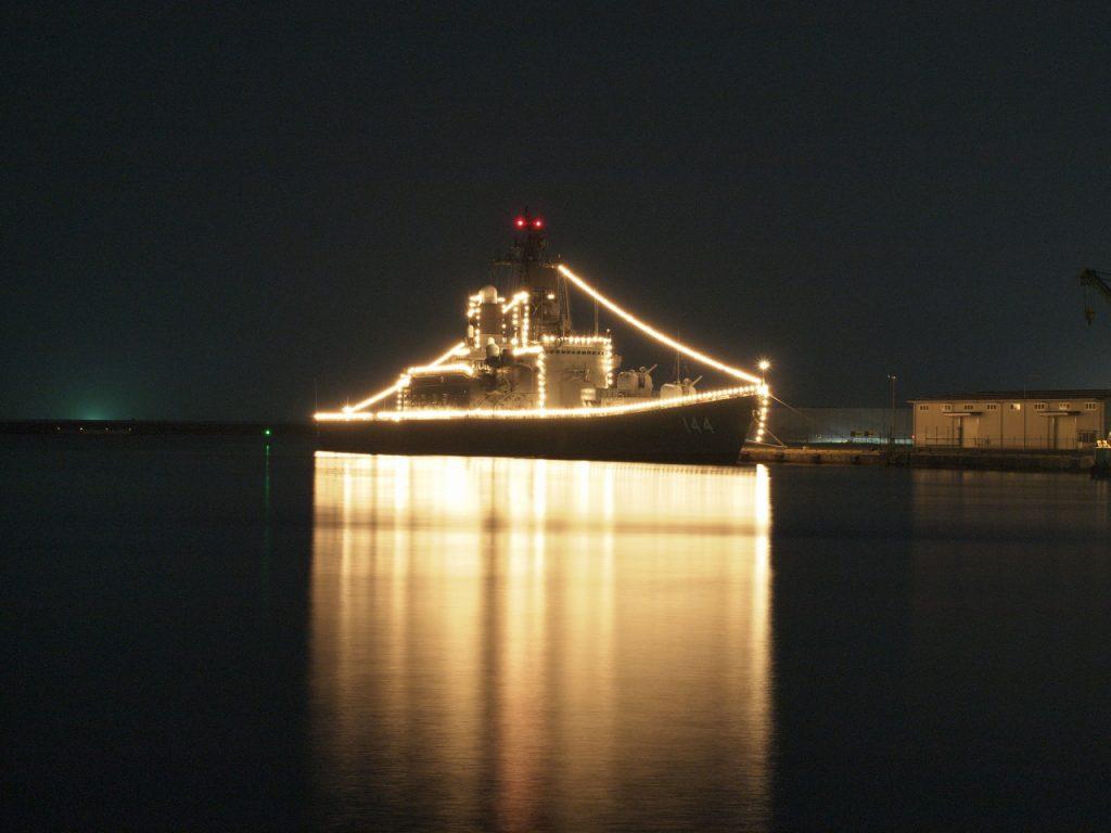 護衛艦「くらま」イルミネーション
